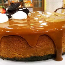 Cheesecake de dulce de leche con base de chocolate