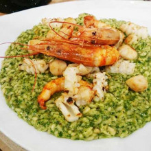 Risotto verde con frutos de mar