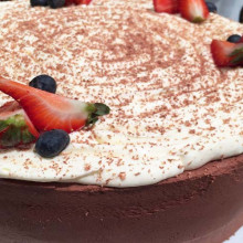Torta de chocolate y frutos rojos